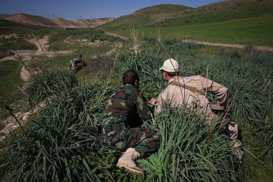 Instructor holandés forma a un combatiente Peshmerga Kurdo en Irak
