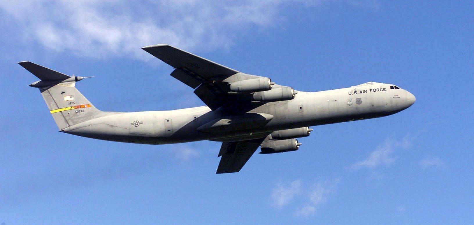 Avión_C141