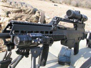 Fusil G36 con Aimpoint Comp M4s - Surefire X400 y raíles B&T