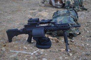 Fusil G36 con Aimpoint sobre accesorios B&T