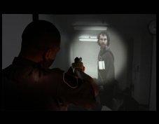 """El Kit """"Low Light"""" apaga la pantalla y tan solo muestra la imagen allí dónde el agente enfoca con su linterna."""